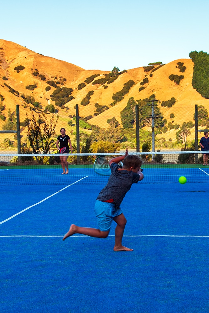 Tennis in Cable Bay